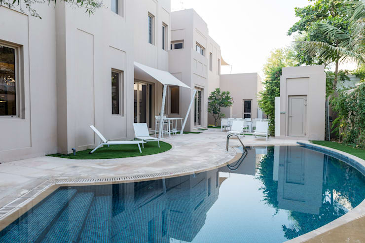 Swimming Pool:  Garden by We Style Middle East, Modern