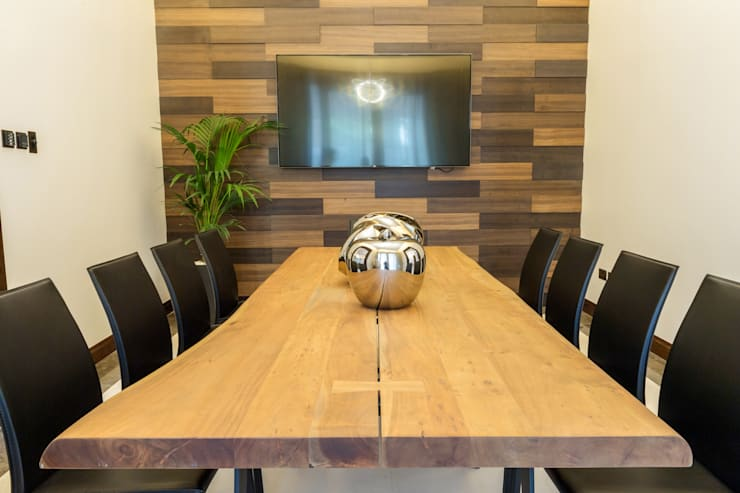 Formal Dining:  Dining room by We Style Middle East, Modern