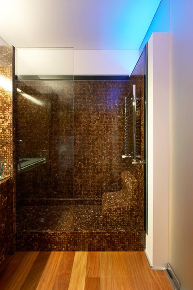 Base de chuveiro em coco: Casa de banho  por MJARC - Arquitectos Associados, lda