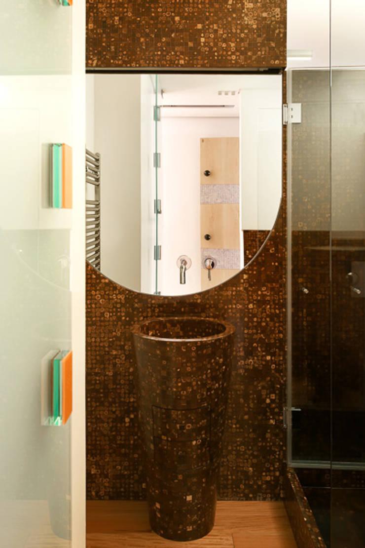 www.mjarc.com: Casa de banho  por MJARC - Arquitectos Associados, lda