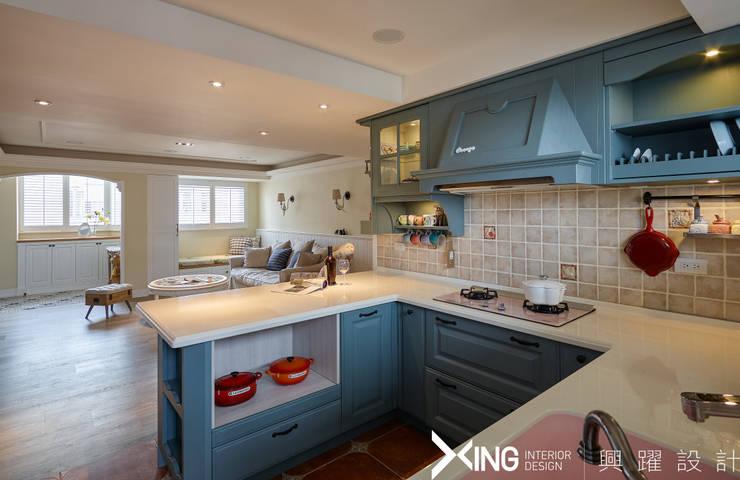 Kitchen by 興躍設計, Country