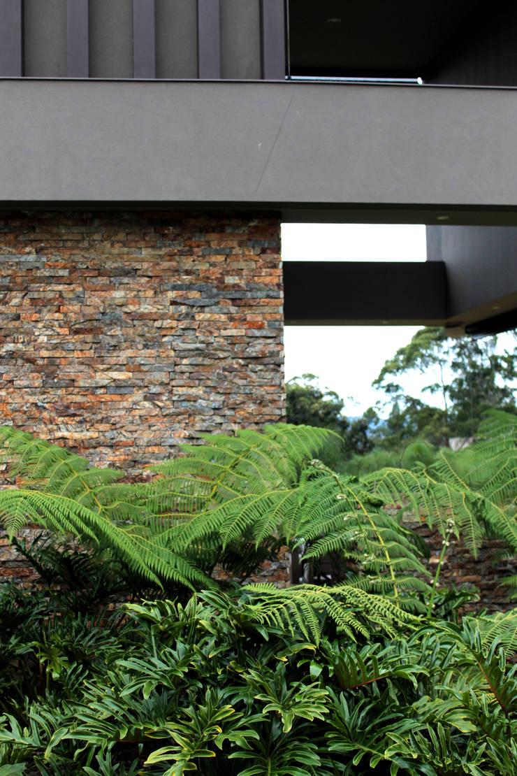 CASA C4: Casas de estilo  por BASSICO ARQUITECTOS,