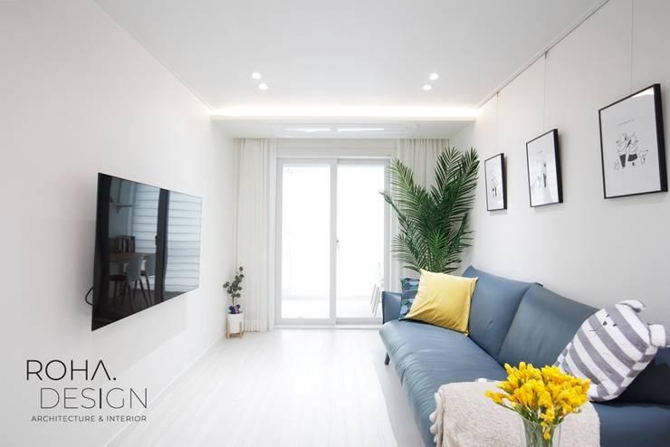 부산 신혼집 인테리어 – 24평 아파트 인테리어: 로하디자인의  거실,