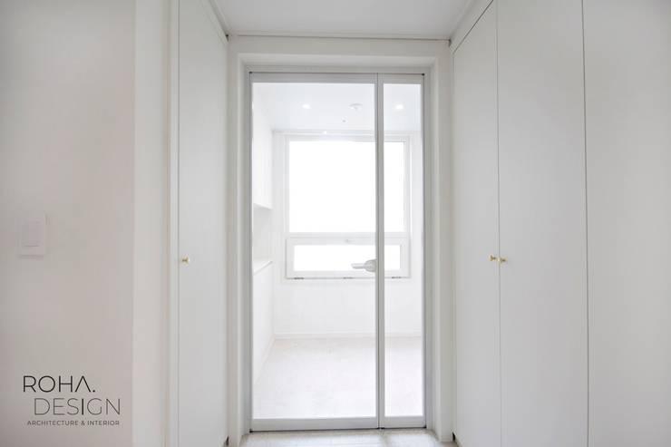 부산 더샵센텀파크 인테리어 – 40평 아파트 인테리어: 로하디자인의  복도 & 현관,