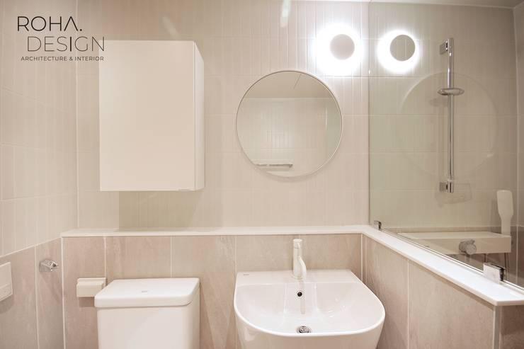 부산 베이직하고 심플한 인테리어 디자인: 로하디자인의  욕실,