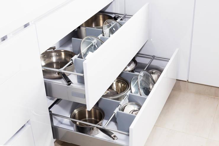 Cocina: Cocina de estilo  por Mentha,