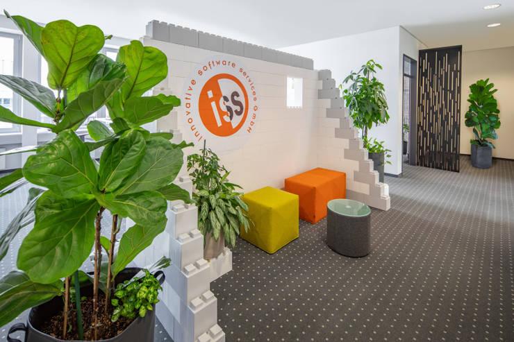 Das kleine Make-over mit dem großen Effekt :  Bürogebäude von Kaldma Interiors - Interior Design aus Karlsruhe,