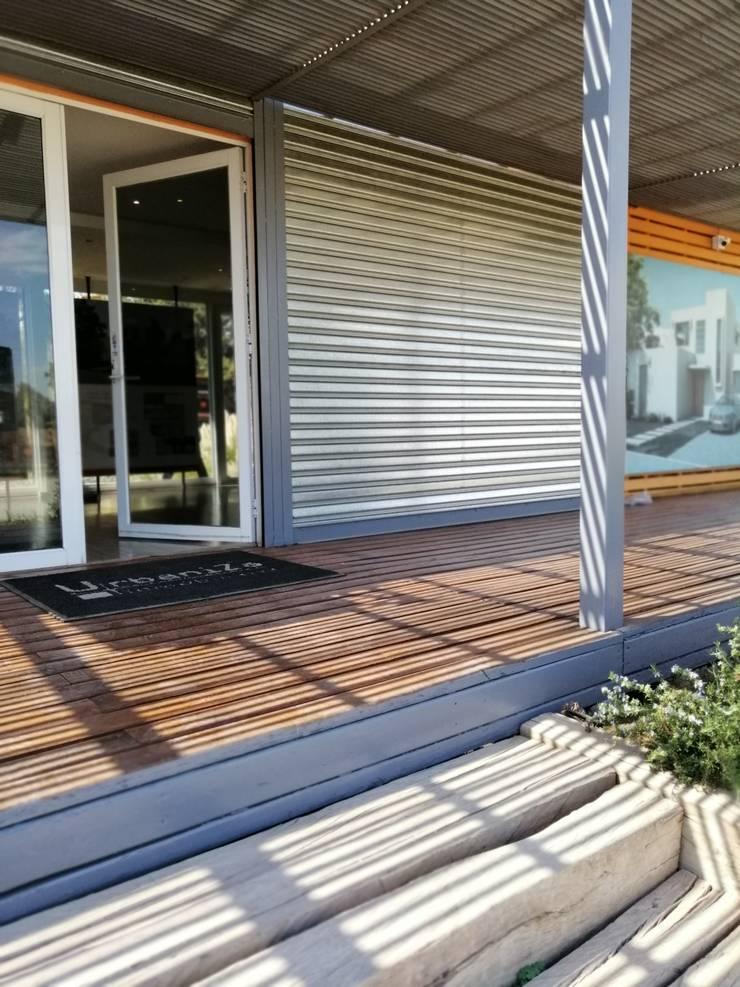 Salas de Venta- Colina : Puertas de estilo  por Protec Ingeniería