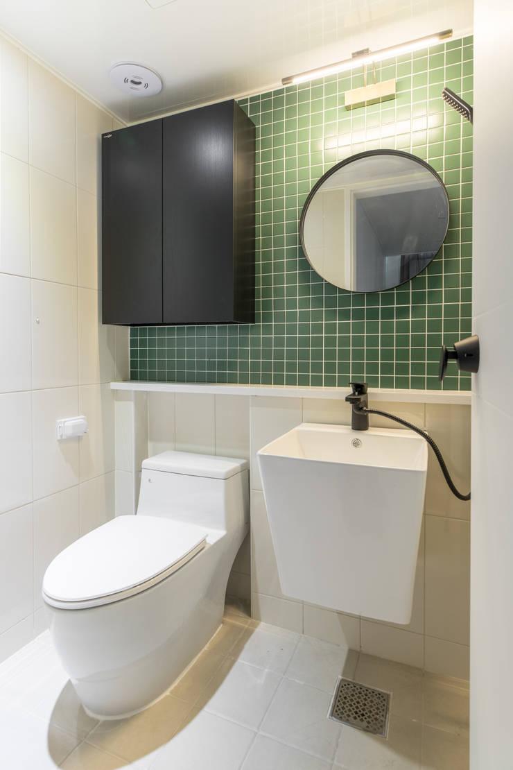 Ванные комнаты в . Автор – 모아디랩, Модерн