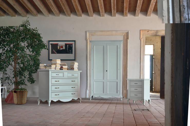 Dormitorios de estilo  de Idea Stile, Escandinavo Madera maciza Multicolor