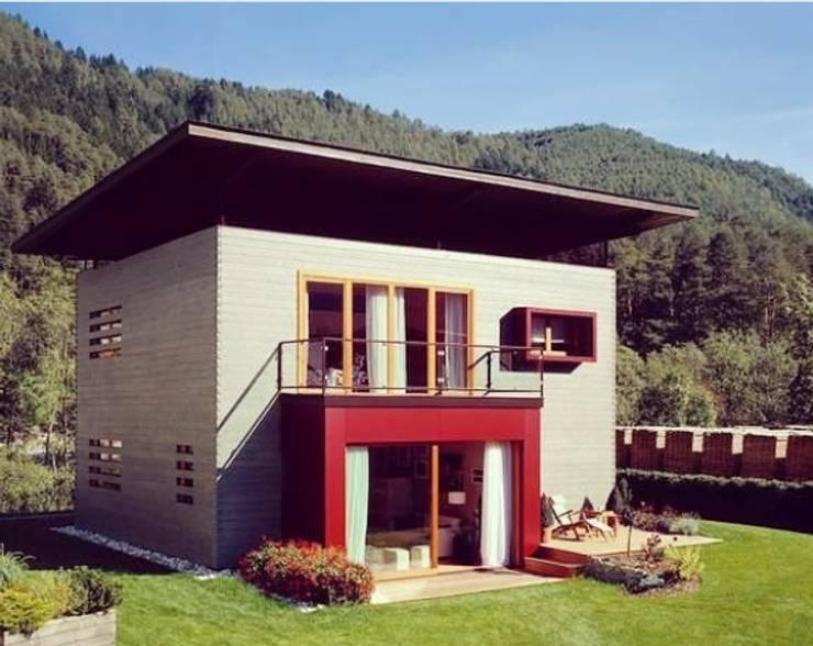 Casas prefabricadas de estilo  por Ing. Massimiliano Lusetti,