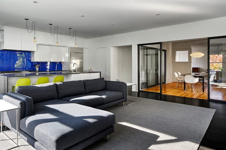 Back 2 Back:  Media room by KUBE Architecture, Modern