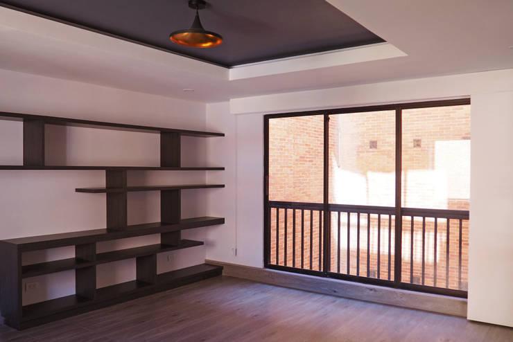 Estudio - mueble biblioteca : Estudio de estilo  por HS2E Arquitectura,
