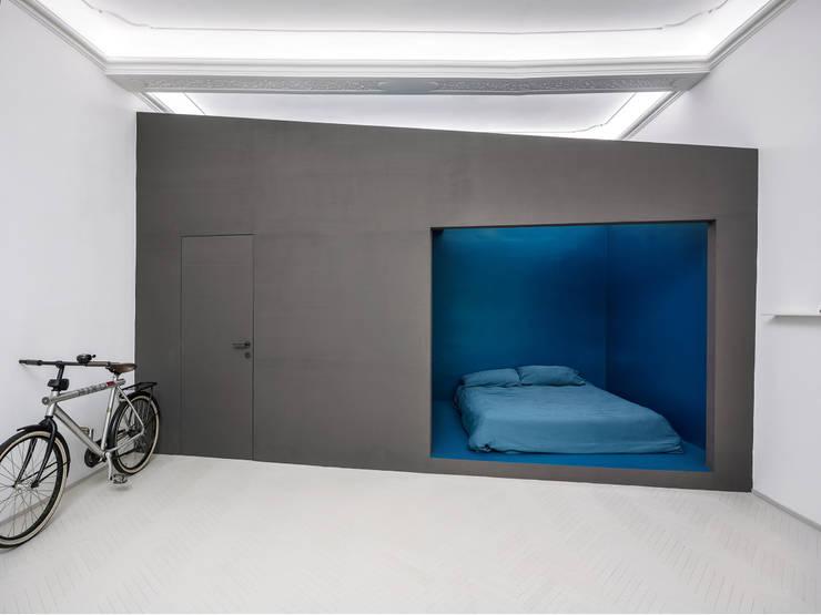 Chambre de style  par MIROarchitetti,