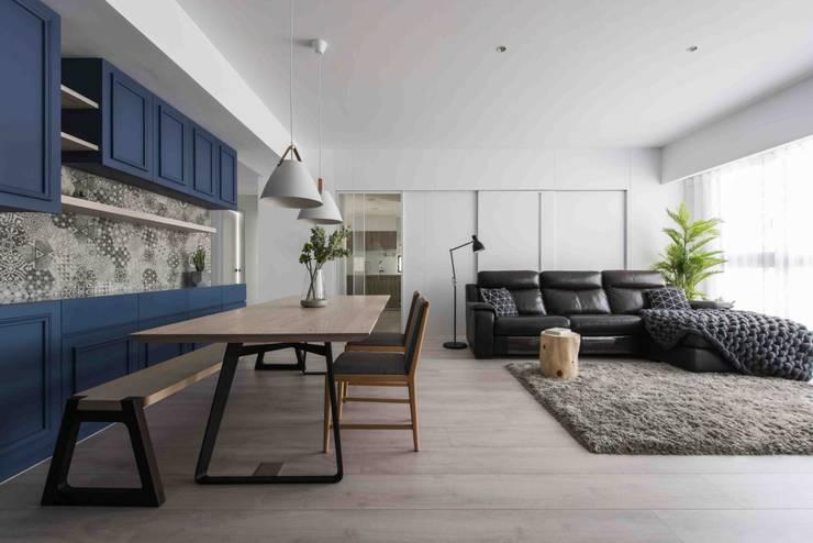 Ruang Keluarga oleh 思維空間設計  , Minimalis