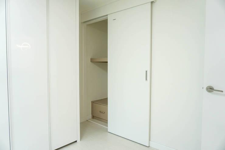 대전 비래동 리모델링: 디자인 위드의  침실,
