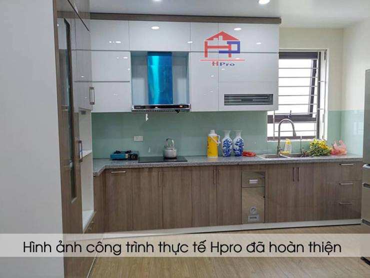 Hình ảnh thực tế bộ tủ bếp gỗ acrylic chữ L nhà anh Minh ở Lê Trọng Tấn:  Kitchen by Nội thất Hpro