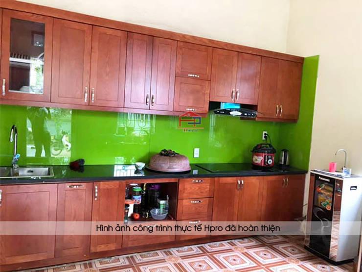 Hình ảnh thực tế bộ tủ bếp gỗ xoan đào màu cánh gián nhà chú Ước - Thường Tín:  Kitchen by Nội thất Hpro