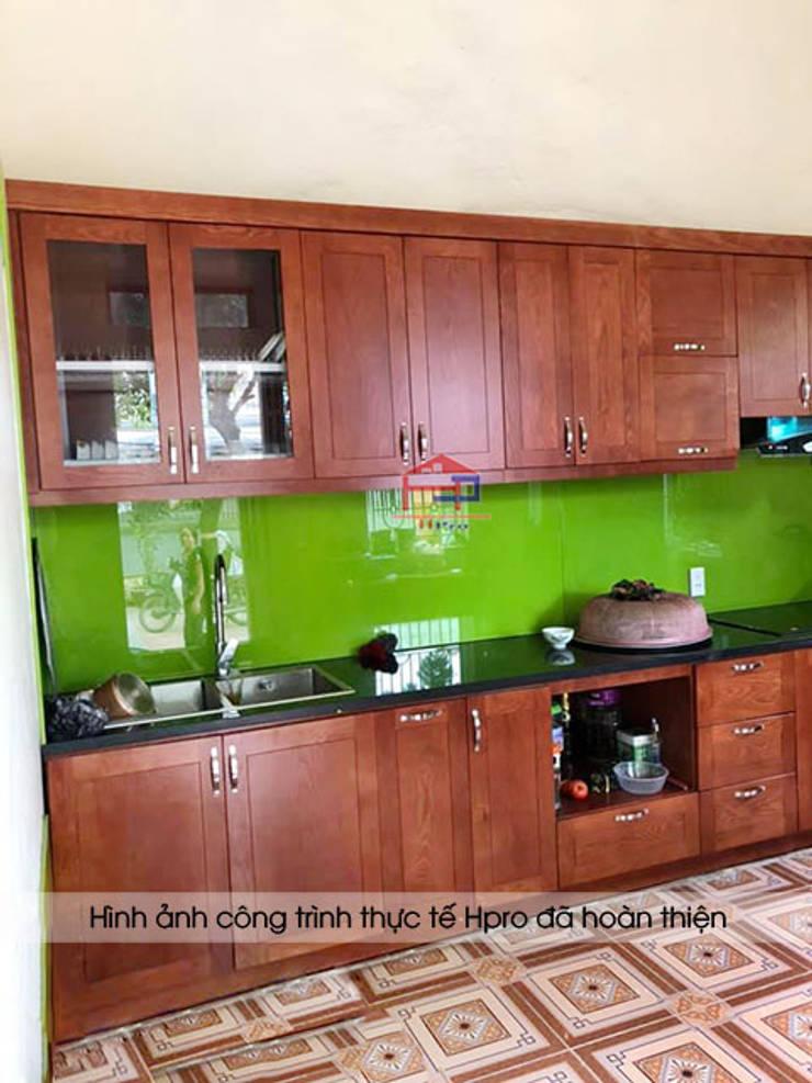 Hình ảnh thực tế bộ tủ bếp gỗ xoan đào chữ I nhà chú Ước - Thường Tín:  Kitchen by Nội thất Hpro