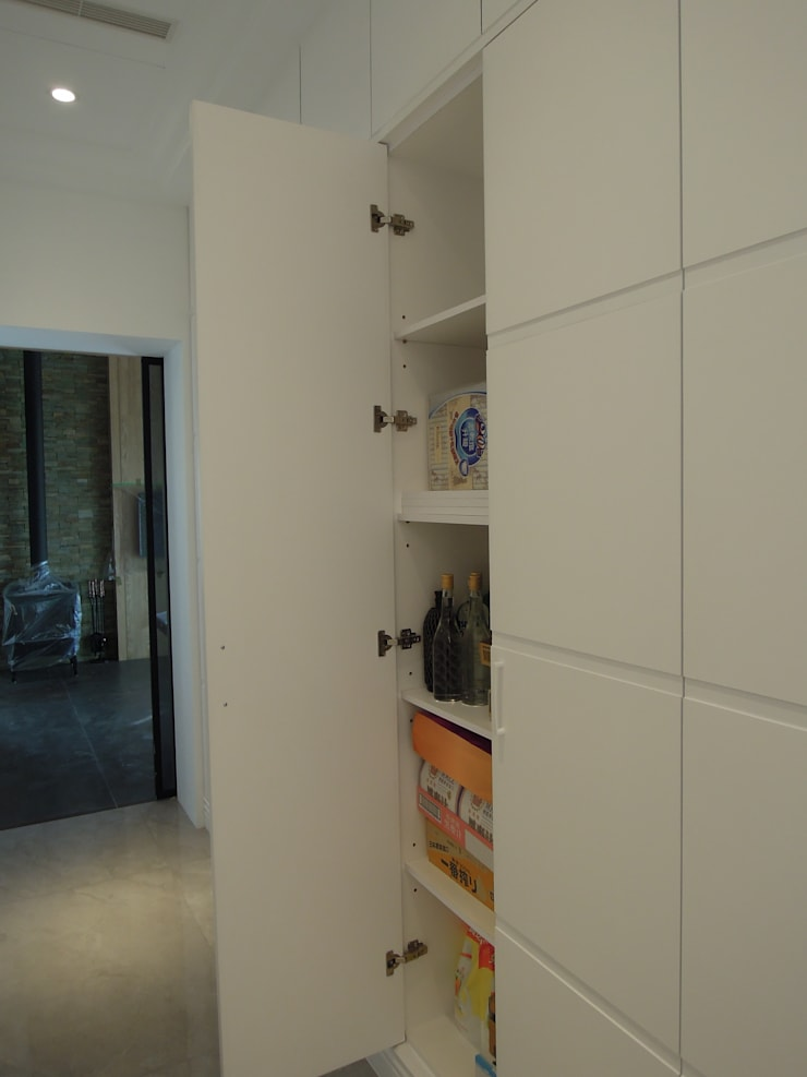 走道收納 Modern Corridor, Hallway and Staircase by houseda Modern Plywood