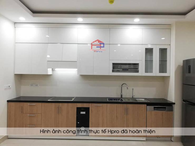Hình ảnh thực tế mẫu tủ bếp acrylic kết hợp laminate nhà chú Long - Tố Hữu:  Kitchen by Nội thất Hpro