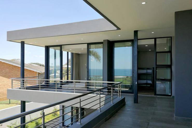 On Balcony by Barnard & Associates - Architects Minimalist