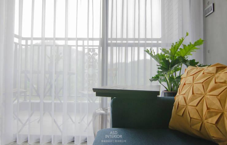 天擎之境,靜逸居所:  陽台 by 雅適登設計工程有限公司,