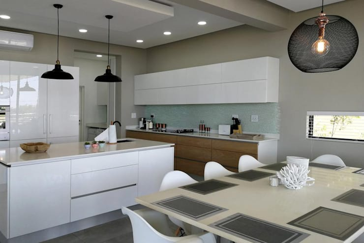 Kitchen:  Built-in kitchens by Barnard & Associates - Architects,