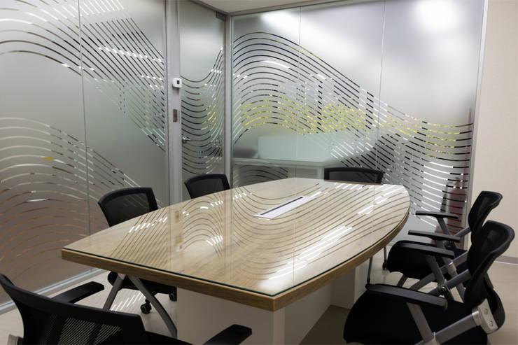 Cooperativa Pacífico - Sala de Reuniones: Oficinas de estilo  por Kaizen Arquitectos