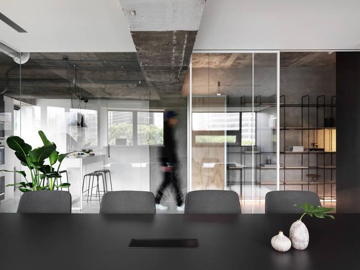 MEETING ROOM:  書房/辦公室 by 物杰設計,
