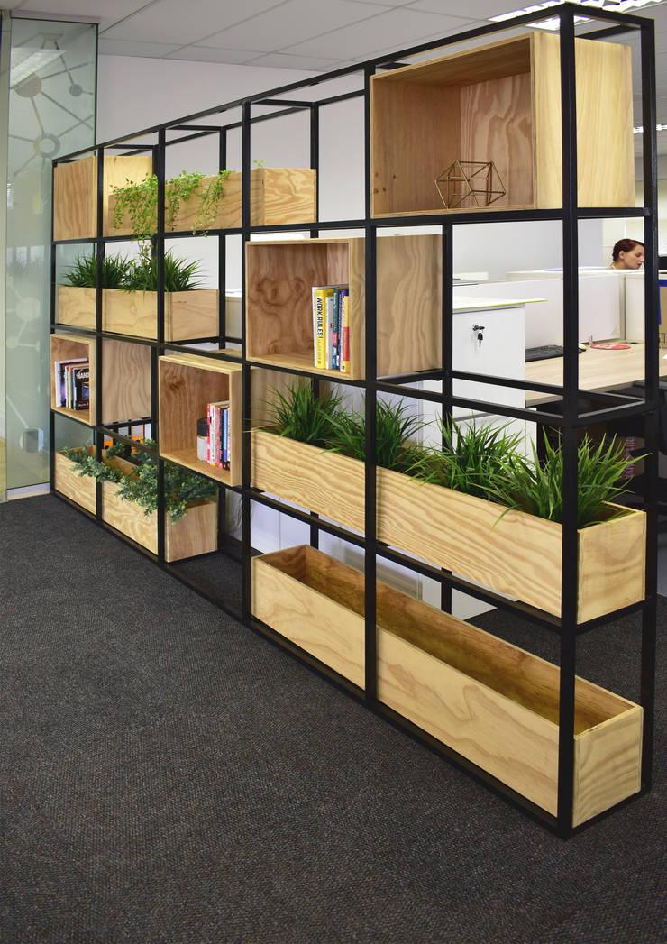 iOnline Office Interior:  Office buildings by Mist Interior Studio,