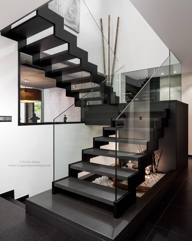 Escaleras de estilo  por arQmonia estudio, Arquitectos de interior, Asturias, Moderno