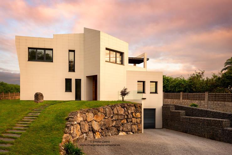 Casas unifamiliares de estilo  por arQmonia estudio, Arquitectos de interior, Asturias, Moderno