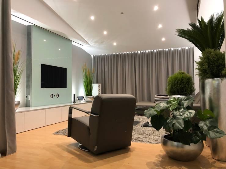 Ruang Keluarga Gaya Eklektik Oleh CEN.SYS GmbH & Co. KG Eklektik