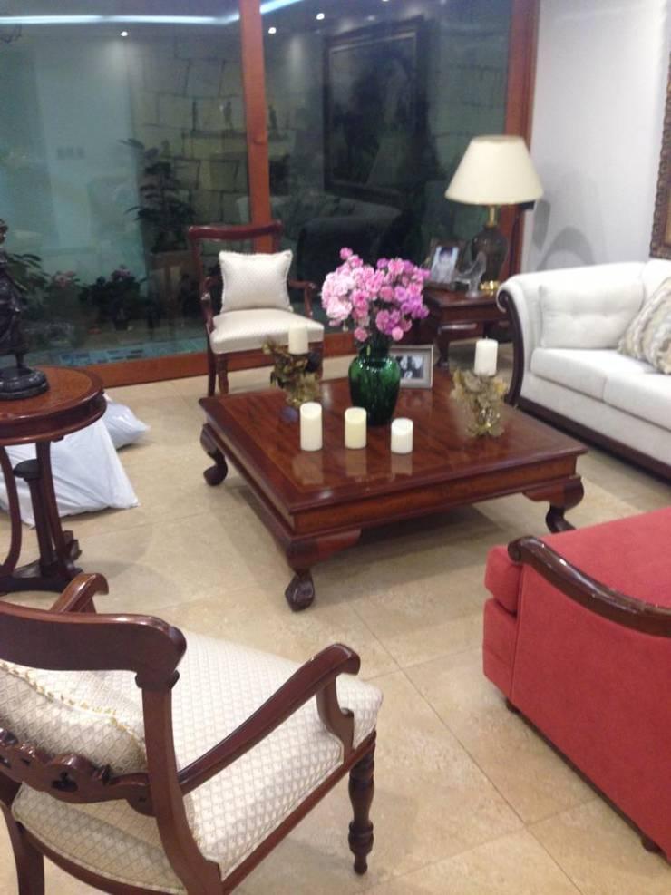 Sala: Salones de estilo  por KAYROS ARQUITECTURA DISEÑO INTERIOR,