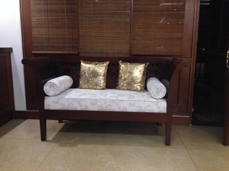Tapicería y Pintura de Muebles: Salones de estilo  por KAYROS ARQUITECTURA DISEÑO INTERIOR,