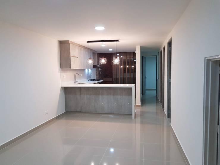 Remodelación completa de casa: Cocinas integrales de estilo  por Remodelaciones Luján,
