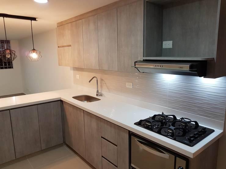 Remodelación de cocina: Cocinas integrales de estilo  por Remodelaciones Luján,