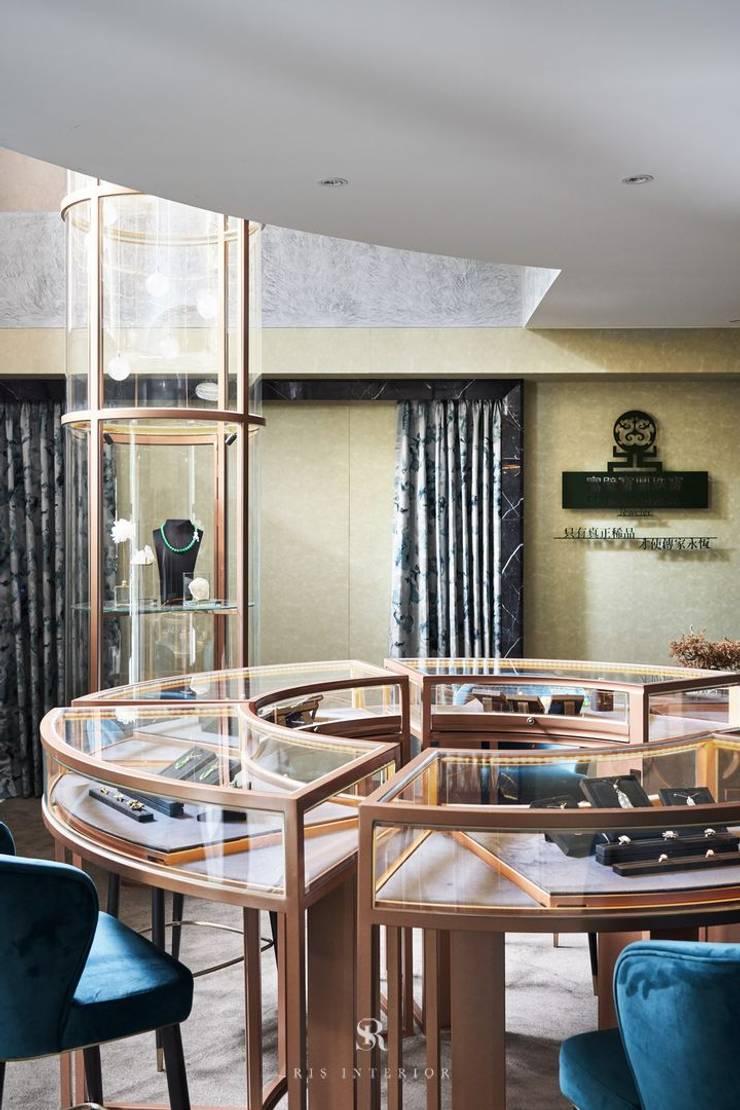 富壁寶鼎珠寶店|FBBD Jeweler:  辦公空間與店舖 by 理絲室內設計有限公司 Ris Interior Design Co., Ltd.