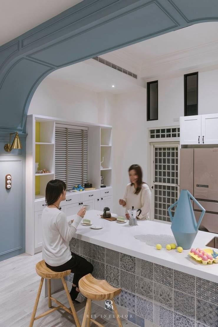 紛染.綿綿|Trochee of Tints:  小廚房 by 理絲室內設計有限公司 Ris Interior Design Co., Ltd.