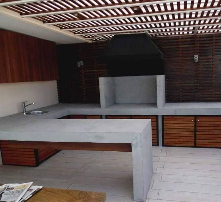 Modern Terrace by N&V diseño y construcción Modern