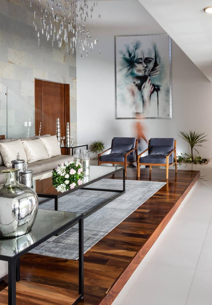 ACCESO: Pasillos y recibidores de estilo  por GENETICA ARQ STUDIO, Moderno Madera Acabado en madera