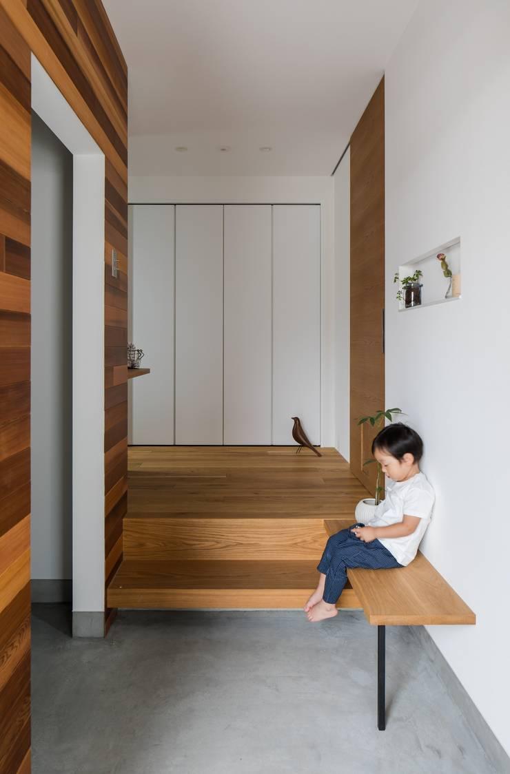 Couloir, entrée, escaliers modernes par ALTS DESIGN OFFICE Moderne