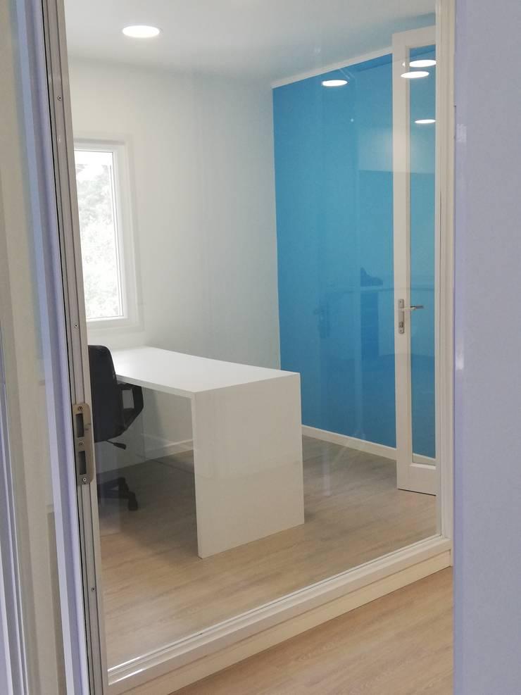 Рабочие кабинеты в . Автор – Quo Design - Diseño de muebles a medida - Puerto Montt