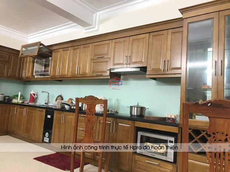 Hình ảnh thực tế bộ tủ bếp gỗ sồi mỹ tự nhiên sang trọng nhà chị Thập - Hải Phòng:  Kitchen by Nội thất Hpro,
