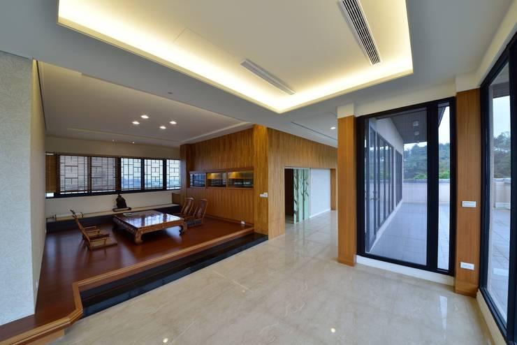 Hiên, sân thượng theo 台中室內建築師|利程室內外裝飾 LICHENG, Châu Á