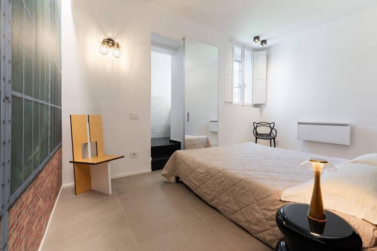 Il Giardino Segreto: Camera da letto in stile  di B+P architetti