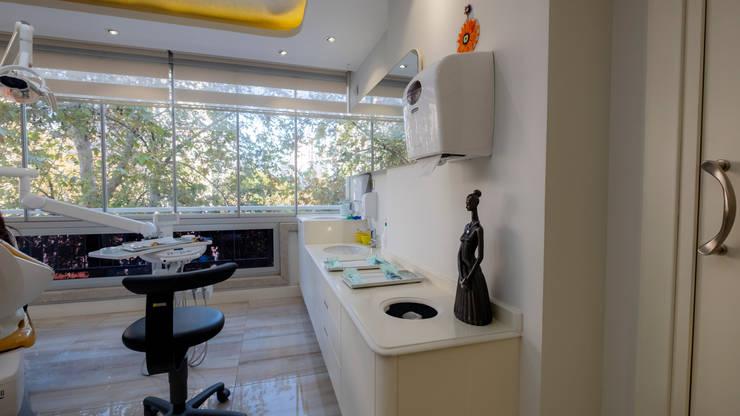 Teknik Sanat İç Mimarlık Renovasyon Ltd. Şti. – Dr. Dt. Cemal Şişman Ortodonti Kliniği:  tarz Klinikler, Rustik