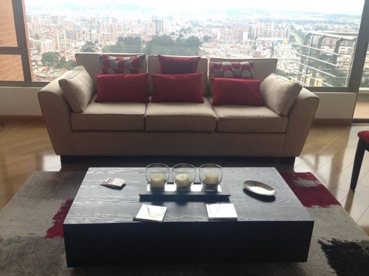 Sofa: Salas de estilo  por KAYROS ARQUITECTURA DISEÑO INTERIOR,