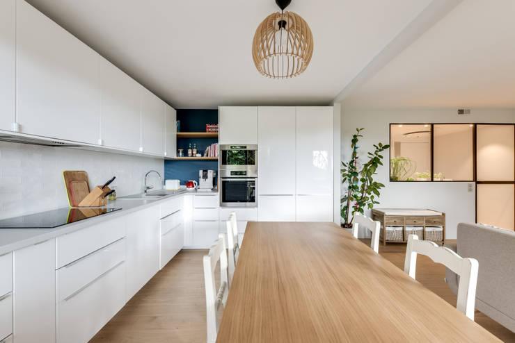 Cuisine et salle à manger: Cuisine intégrée de style  par Créateurs d'Interieur